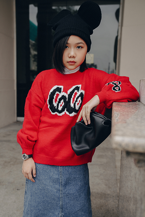 Trong bộ ảnh này, Khánh An còn mang đến nhiều gợi ý hữu dụng trong việc phối trang phục jeans đồng điệu cùng xu hướng thu đông.
