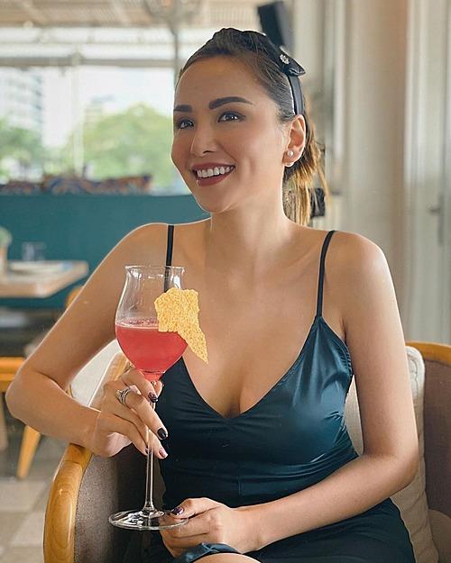 Hoa hậu Diễm Hương tươi rói trong bức ảnh mới đăng tải.