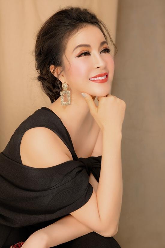 MC Thanh Mai sinh ngày 19/10/1973 tại Nghệ An. Sau khi đạt giải Á hậu cuộc thi Ngôi sao điện ảnh ngày mai 1992, Thanh Mai bắt đầu thử sức lĩnh vực diễn xuất, trong đó vai diễn trong phim Cô thủ môn tội nghiệp để lại nhiều ấn tượng với công chúng. Hiện cô điều hành một hệ thống thẩm mỹ viện và thỉnh thoảng tái xuất showbiz nếu phù hợp.