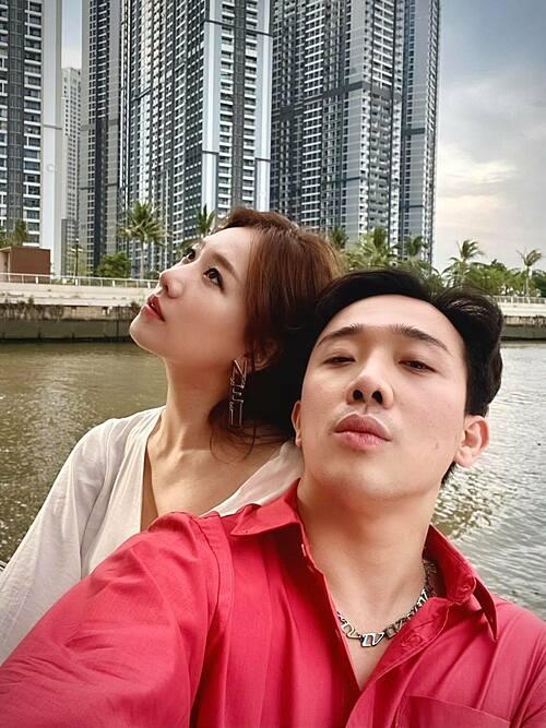 Vợ chồng Trấn Thành - Hari Won tạo nét buồn.