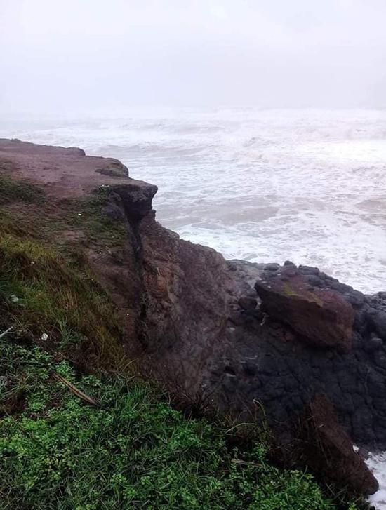 Hình ảnh Mũi Trèo sau bão được đăng tải trên fanapge Vĩnh Linh Plus của địa phương.