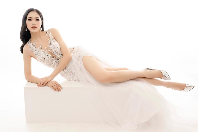 Sắc trắng vẫn là gam màu được cô dâu ưa chuộng nhất trong ngày trọng đại.