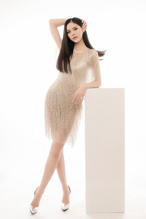 Bộ ảnh được thực hiện bởi nhiếp ảnh: Dương Quốc Mẫn, người mẫu: Nguyễn Thu Hằng, trang điểm - trang phục: Thịnh Nguyễn MakeUp & Bridal, làm tóc: Huyền Trang.
