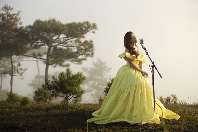 Tối 20/10, Khả Như ra mắt tập đầu tiên của show Khả Nhưs Little Secrets trên kênh YouTube riêng. Đây là dự án âm nhạc đầu tay do nữ diễn viên tự thực hiện.
