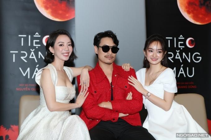Kiều Minh Tuấn bên hai bạn diễn thân thiết Thu Trang và Kaity Nguyễn. Ở phim này, anh và Kaity Nguyễn một lần nữa đóng cặp sau Em chưa 18.