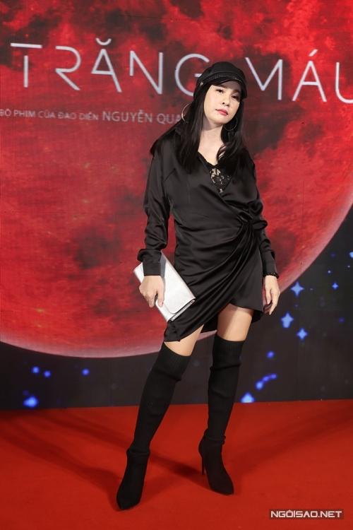 Nghệ sĩ Cát Phượng đến ủng hộ vai diễn mới của ông xã Kiều Minh Tuấn.
