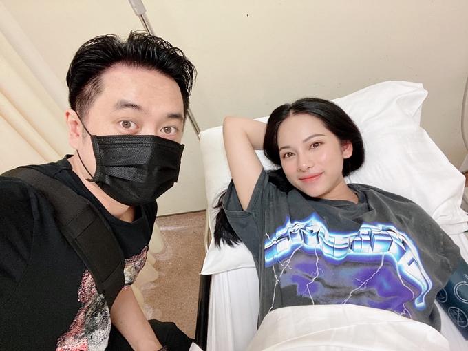 Dương Khắc Linh (trái) và vợ lúc chờ sinh.