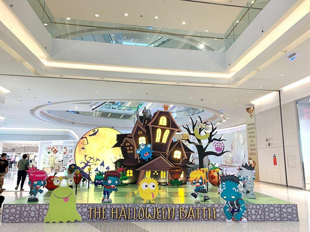 Hoạt cảnh trang trí Halloween vui nhộn tại Crescent Mall cho khách tham dự có cơ hội sáng tạo những bức ảnh độc đáo.