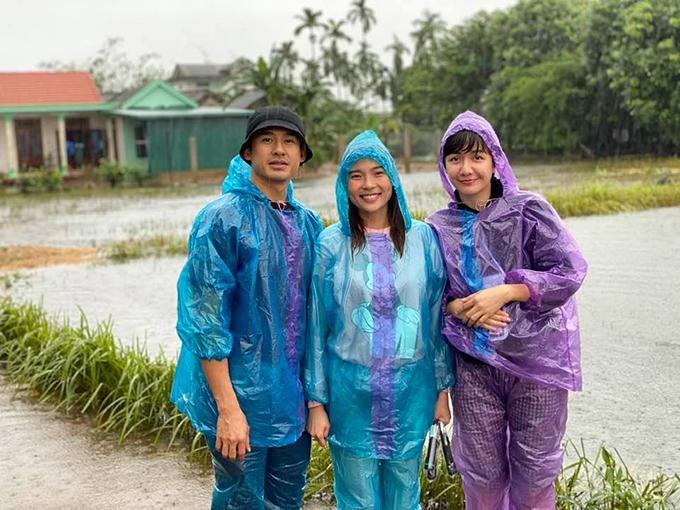 Vợ chồng Thúy Diễm - Lương Thế Thành và người đẹp Ái Châu, bà xã Huỳnh Đông cùng nhau đi miền Trung từ hôm 19/10.