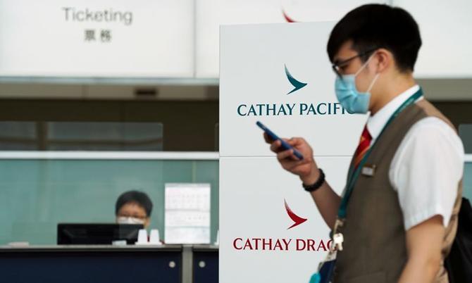 Cathay Pacific cắt giảm gần 6.000 việc làm. Ảnh: AP.