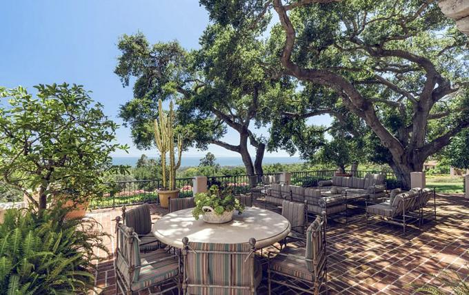 Katy và Orlando đều sở hữu biệt thự riêng ở Los Angeles nhưng cả hai đã rao bán để mua cơ ngơi lộng lẫy này.