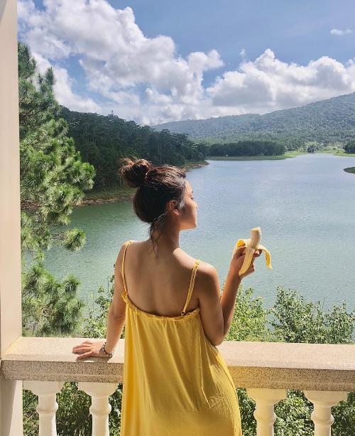 Đây là địa chỉ khá quen thuộc với giới showbiz. Ca sĩ Hoàng Yến Chibi từng chọn một căn phòng có ban công hướng ra hồ Tuyền Lâm trong một lần lên Đà Lạt tránh nóng.