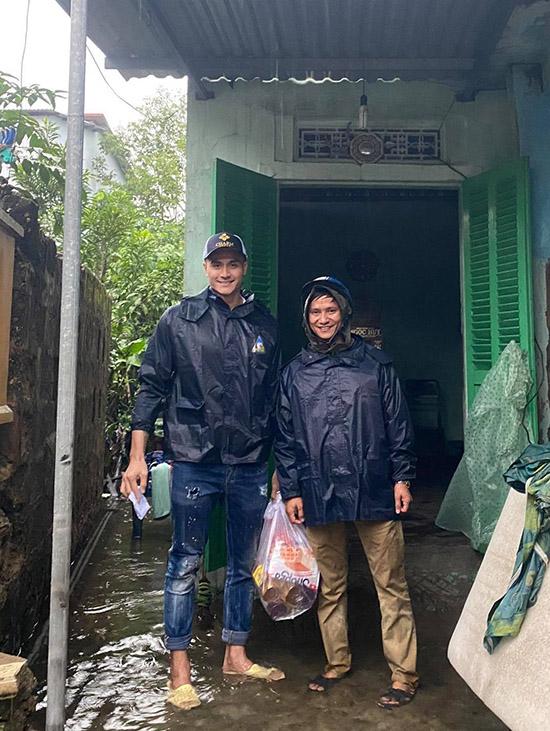 Huế chỉ còn mưa rả rích, nước rút dần nhưng cuộc sống của người dân còn rất nhiều khó khăn cần khắc phục.
