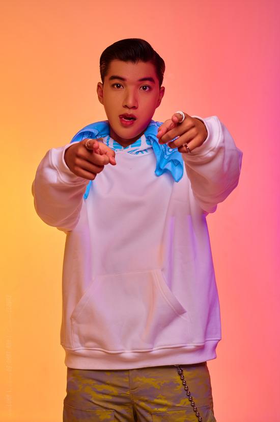 Á hậu Kiều Loan khoe dáng bên dàn rapper - 8