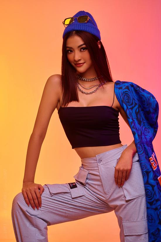 Á hậu Kiều Loan khoe dáng bên dàn rapper - 2