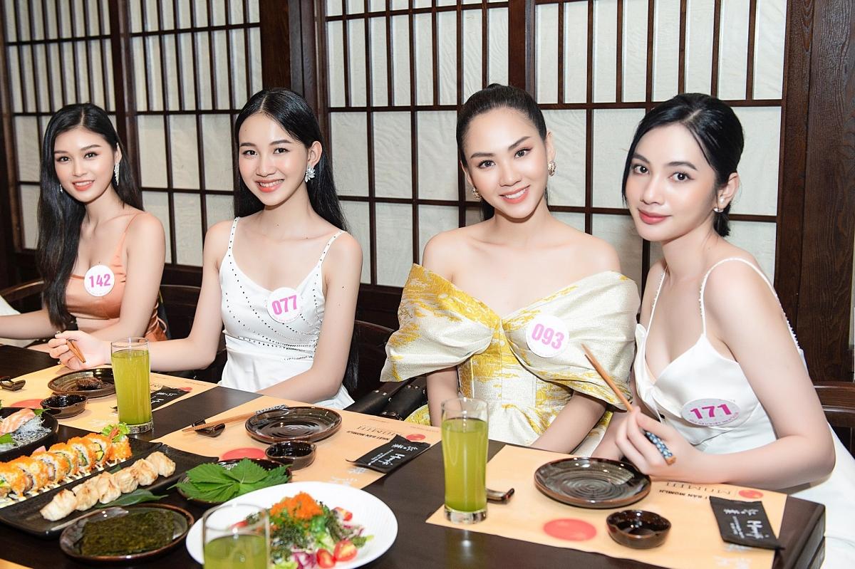 Nữ sinh được khen đẹp hơn cả Tiểu Vy vào chung kết Hoa hậu VN - 16