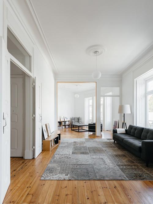 Căn hộ ở Lisbon, Bồ Đào Nha có tổng diện tích mặt sàn là 200 m2, được cải tạo năm 2015 bởi nhóm kiến trúc sư (KTS) của Aurora Arquitectos.