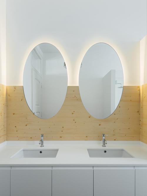 Khu vực vệ sinh hiện đại trong căn hộ 200 m2.