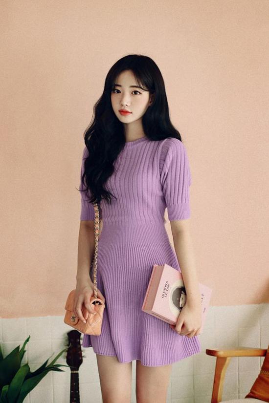 Ở mùa thu đông năm nay, các mẫu váy thiết kế trên vải dệt kim tiếp tục thể hiện sức lôi cuốn của mình.