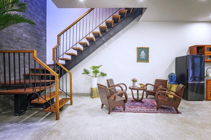 Phòng khách là nơi gắn kết các thành viên trong gia đình, là không gian để cả nhà hàn huyên, tâm sự cùng nhau. Đôi khi, phòng khách cũng là góc để gợi nhớ ký ức tuổi thơ với những món đồ đi cùng năm tháng, khiến các thành viên gia đình nhớ về người thân yêu của mình.