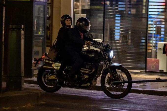 Cặp đôi được bắt gặp chạy xe với tốc độ cao trên những con đường vắng của khu dân cư Knightsbridge ở thủ đô London.