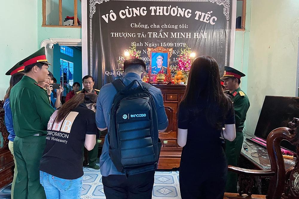 Đỗ Mỹ Linh, Tiểu Vy giúp đỡ bà con vùng lũ - 4