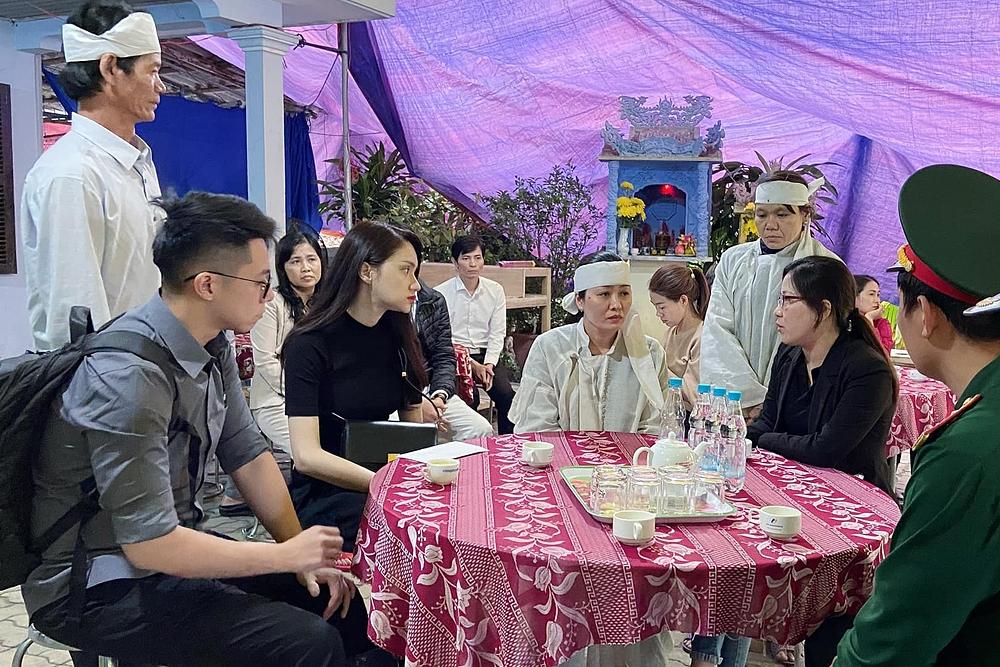 Đỗ Mỹ Linh, Tiểu Vy giúp đỡ bà con vùng lũ - 14