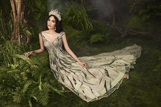 Siêu mẫu rất thích các thiết kế tôn vẻ lộng lẫy, nữ tính của ông hoàng váy dạ hội - Hoàng Hải.