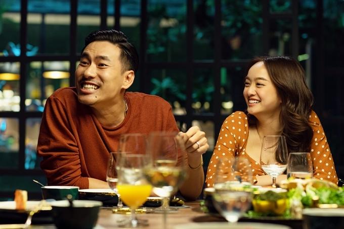 Kiều Minh Tuấn và Kaity Nguyễn trong vai cặp đôi sắp cưới.