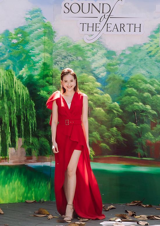 Hoa hậu Hoàn cầu 2017 Khánh Ngân nổi bật với thiết kế gam đỏ. Do tình hình mưa bão kéo dài, ban tổ chức Hoa hậu Du lịch Việt Nam 2020 quyết định gộp hai phần thi sơ tuyển phía Bắc và Tây Nguyên vào một vòng thi tổ chức ở Hà Nội.