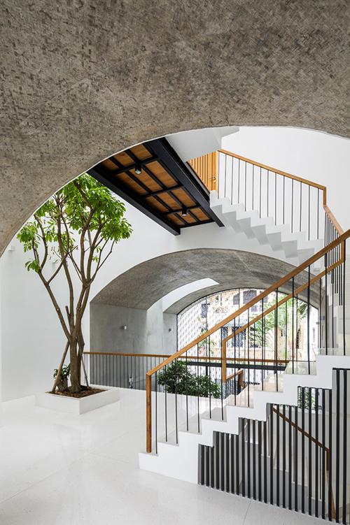 Nhà ở được bố trí nhiều cây xanh, xoá đi sự ngột ngạt của nhà đô thị.