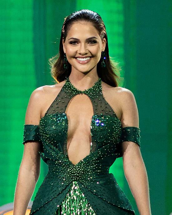 Natasha Joubert dừng chân ở vị trí á hậu 2.
