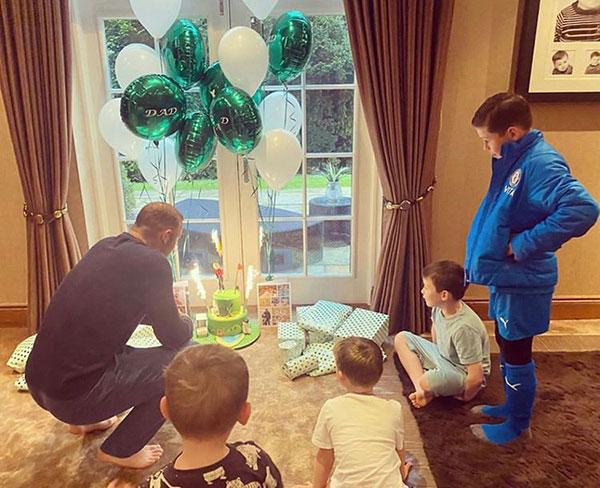 Rooney đón sinh nhật ở nhà bên vợ và bốn cậu con trai hôm 24/10. Ảnh: Instagram.