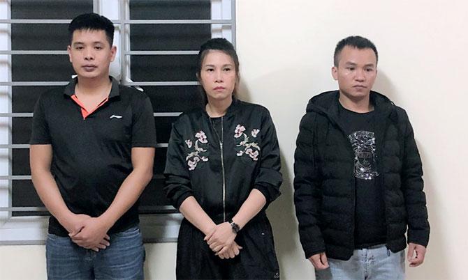 Ba nghi can Chung, Phương và Tuấn (từ trái sang) tại cơ quan điều tra. Ảnh: C.A