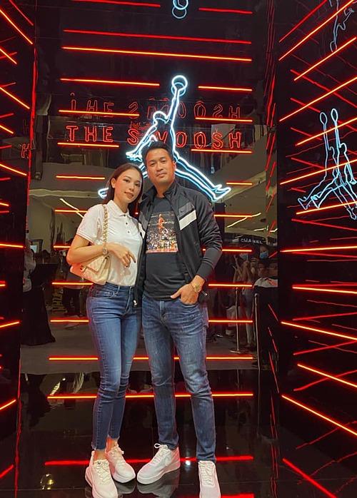 Linh Rin và bạn trai Phillip Nguyễn tình tứ khi dự sự kiện.