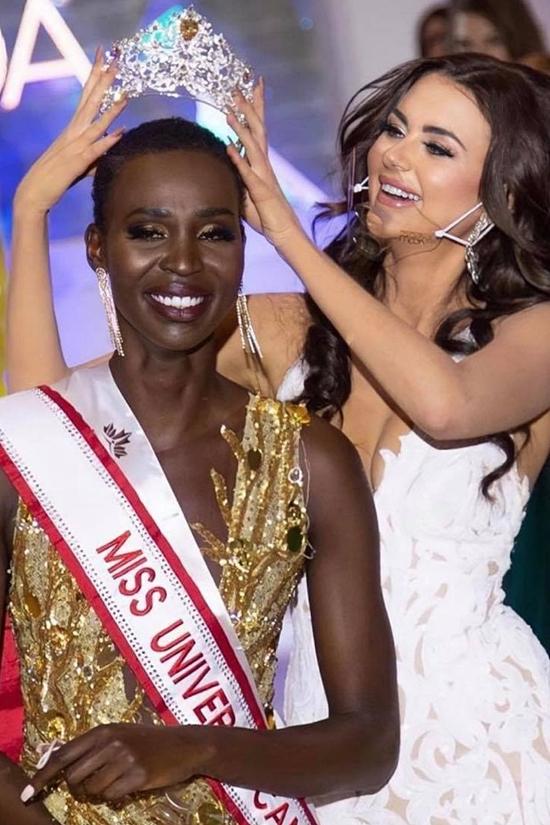 Đây là lần thứ ba Nova dự thi Hoa hậu Hoàn vũ Canada sau hai năm 2014 và 2018. Cô nhận vương miện mới từ người tiền nhiệm.