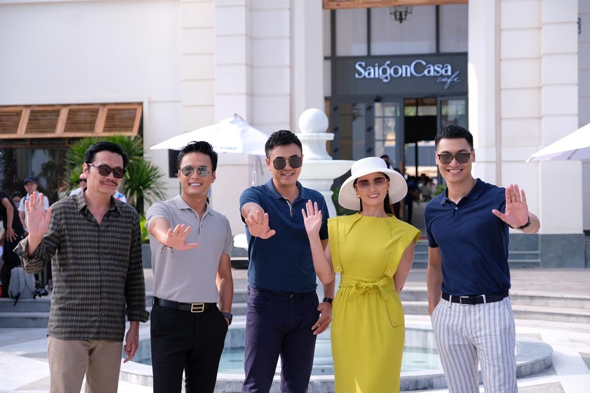 Từ trái qua: NSND Trung Anh, Hồng Đăng, Tuấn Tú, Lã Thanh Huyền, Mạnh Trường.