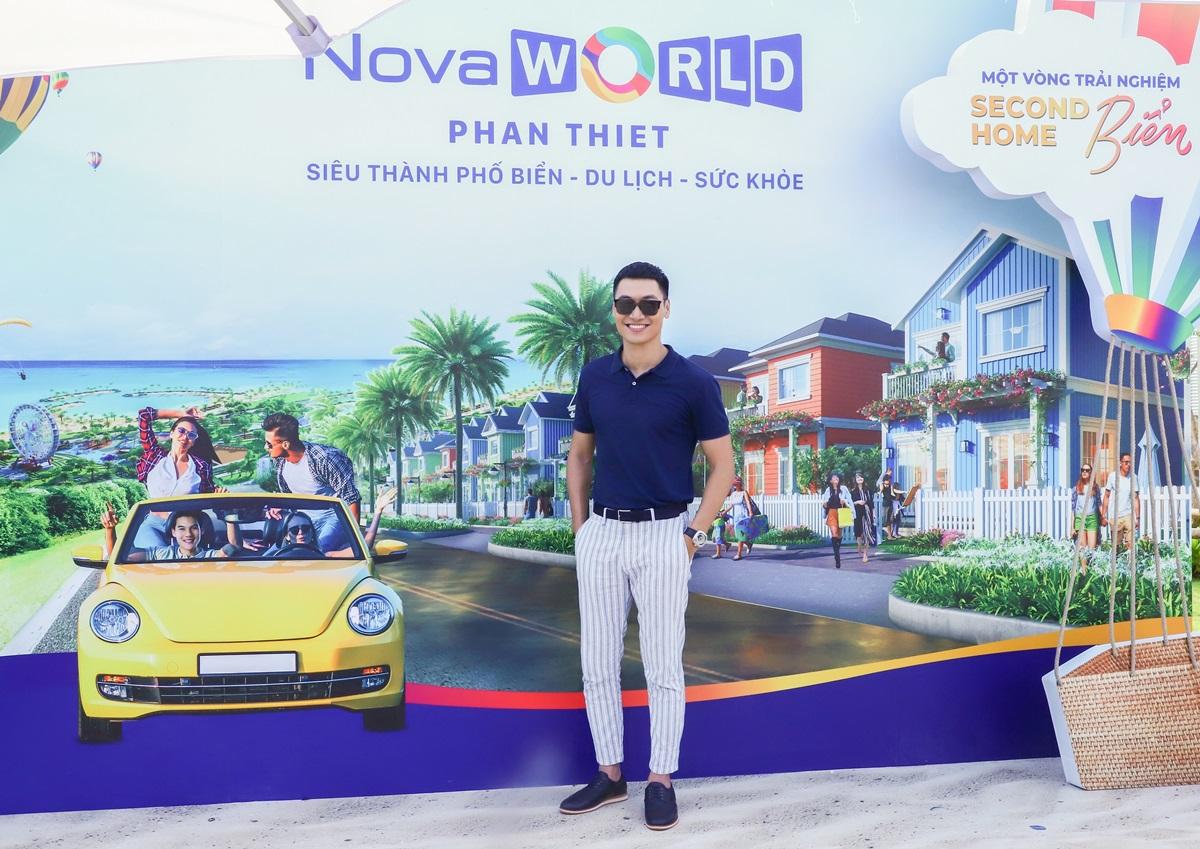 Mạnh Trường đánh giá cao cảnh quan NovaWorld Phan Thiet cùng mức đầu tư gần 5 tỷ USD, nhất là nhiều tiện ích dự án được vận hành bởi các thương hiệu quốc tế. Anh từng góp mặt trong nhiều bộ phim ăn khách như Zippo, mù tạt và em, Sinh tử, Tình yêu và tham vọng...