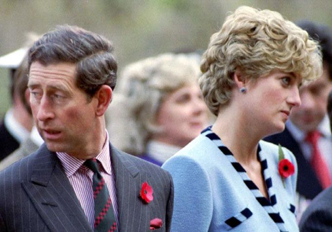 Charles và Diana mỗi người nhìn một hướng và trở nên gượng gạo trong một chuyến công du, khi đã ly thân. Ảnh: News Group Newspaper Ltd.