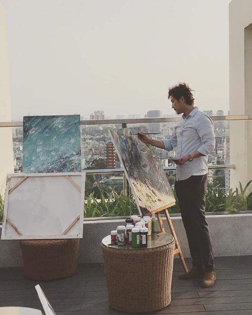 Hứa Vĩ Văn tìm sự bình yên và niềm vui trong sở thích hội họa.