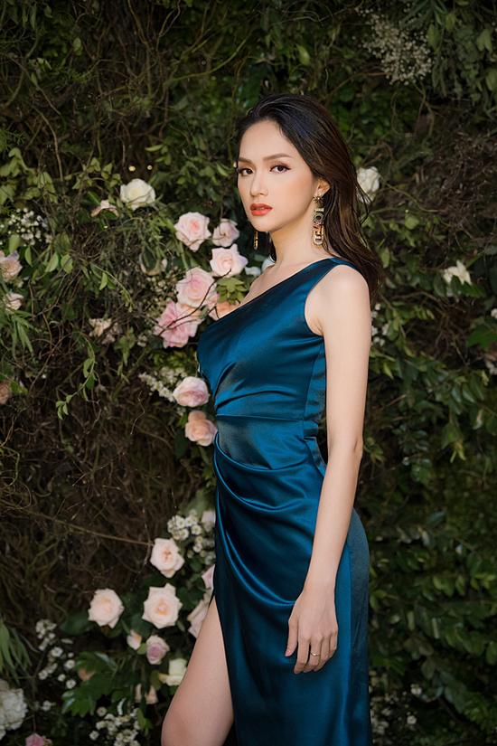 Hương Giang là một trong hai vedette tại show diễn của nhà thiết kế Hà Duy, tháng 7/2018.