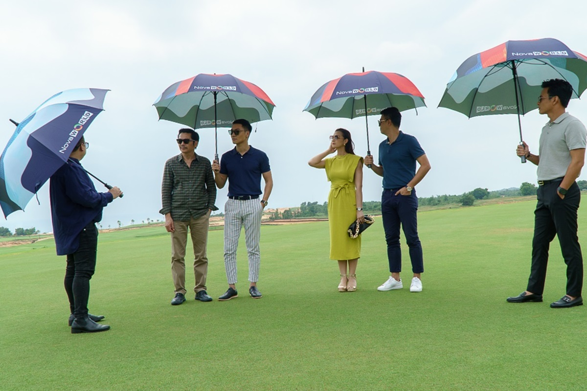 Một trong những điểm Mạnh Trường và Hồng Đăng thích nhất tại NovaWorld Phan Thiet là cụm sân golf 36 hố PGA độc quyền do Greg Norman - huyền thoại về golf thiết kế. Cả hai cho biết đang mong chờ các giải golf quốc tế được tổ chức tại đây.