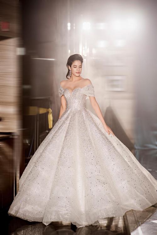 Mẫu đầm có thể biến mỗi cô gái Lọ Lem trở thành công chúa cổ tích trong tiệc cưới của mình.