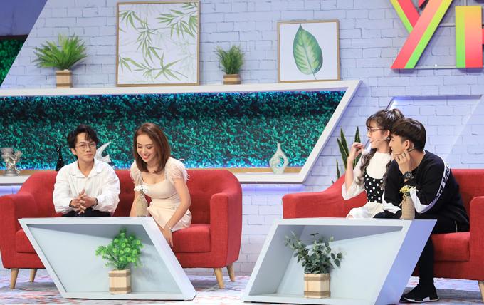 Trong khi Miko Lan Trinh và bạn trai khá thoải mái về chuyện lệch tuổi thì Thông Nguyễn và Wendy tỏ ra ngại ngùng.