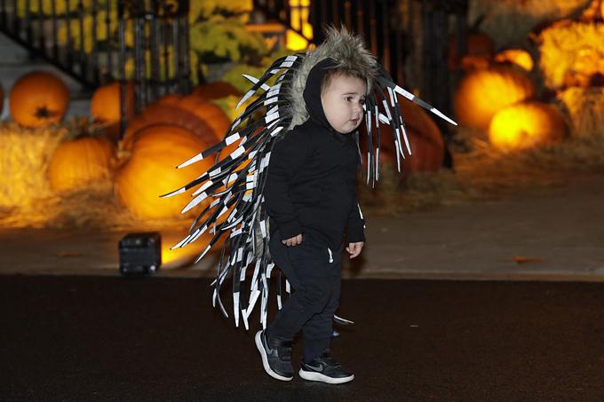 Vợ chồng ông Trump chào đón các em nhỏ đến Nhà Trắng dự tiệc Halloween - 18