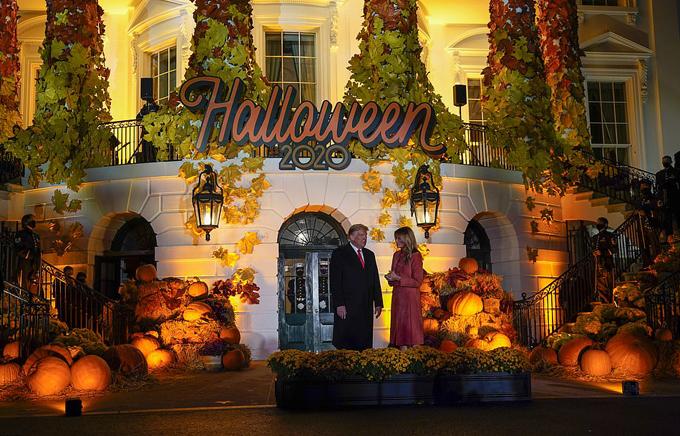 Vợ chồng ông Trump chào đón các em nhỏ đến Nhà Trắng dự tiệc Halloween - 20