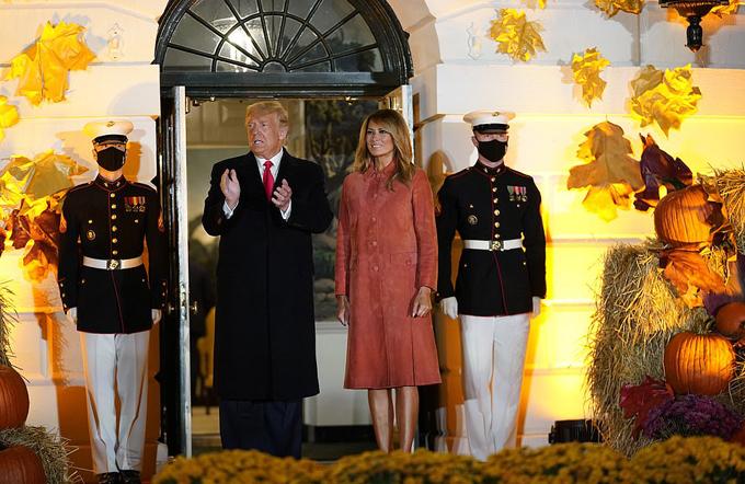 Vợ chồng ông Trump chào đón các em nhỏ đến Nhà Trắng dự tiệc Halloween - 22