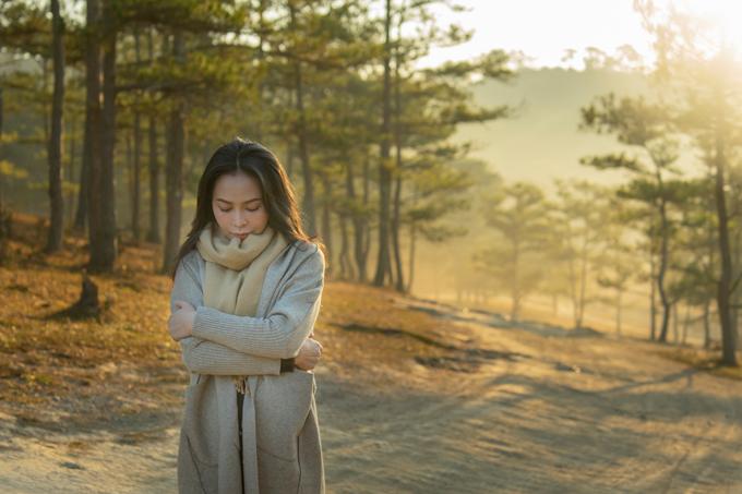 Mỹ Ngọc chia sẻ cô thấy thoải mái, nhiều cảm xúc khi dạo chơi trên những con đường quen thuộc ở quê nhà.