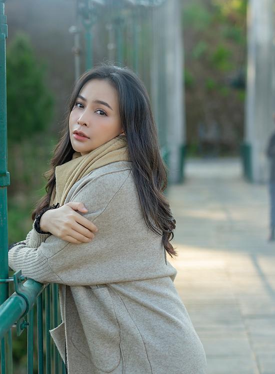 Cô làm MV để nói lên nỗi lòng của chính mình và chia sẻ đồng cảm với nhiều cô gái đang đứng giữa ngã ba đường khi yêu.