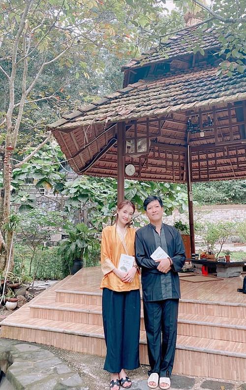 Vợ chồng Nhã Phương - Trường Giang chia sẻ: Qua một năm với nhiều biến cố, không mong cầu điều gì lớn lao ngoài sức khoẻ và bình an đến tất cả mọi người.